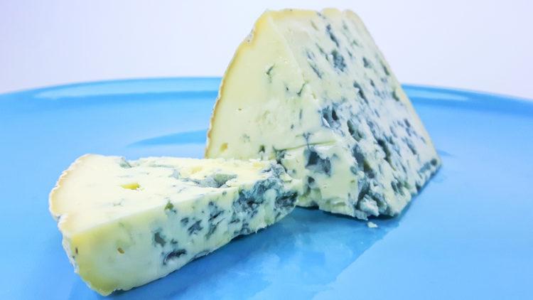 przepis na ser Ambert z niebieską pleśnią